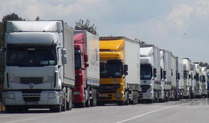 Rusya'ya giden ihracat tırları yola çıktı