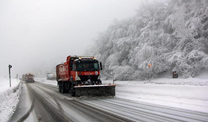 Bolu Dağı geçişlerinde ulaşıma kar etkisi