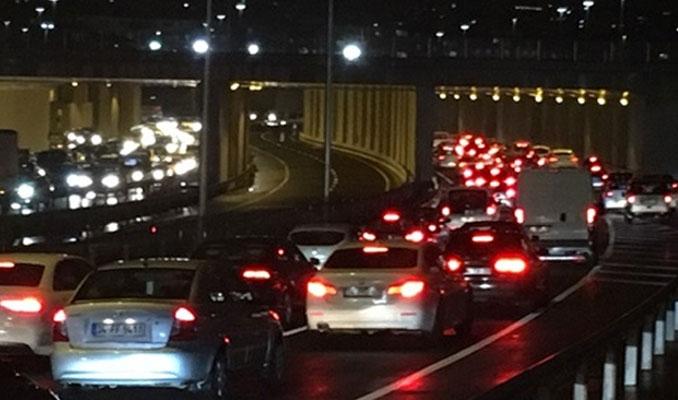 Avrasya Tüneli'nden 14 saatte 23 bin araç geçti