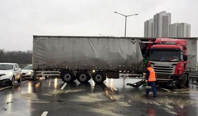 TEM Hasdal'da kaza, yol kapandı