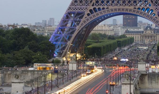 Paris'te o plakalı araçlar trafikten men edildi!