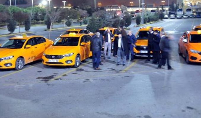 Taksicilerden indi-bindi protestosu