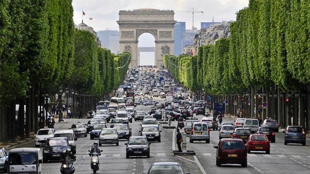 Paris'e 2030'dan itibaren dizel ve benzinli araç girişi yasak
