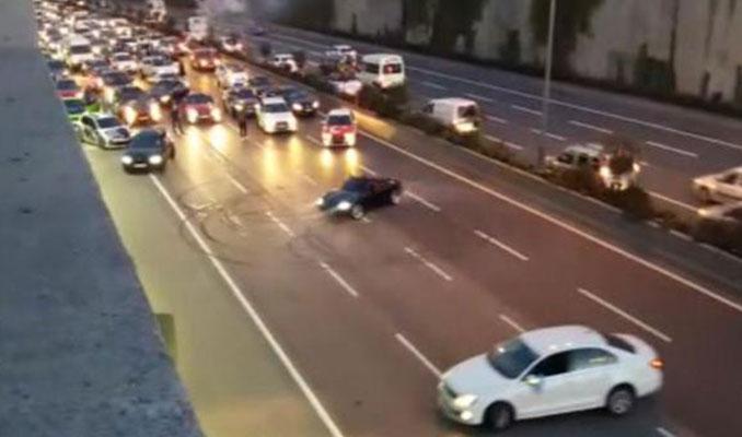 İstanbul'da yolu kapatıp drift yaptılar!
