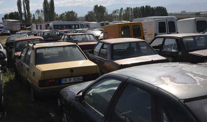 Milyonlarca araç otoparklarda çürüyor