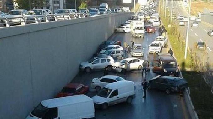 Ankara'da büyük kaza 23 araç birbirine girdi