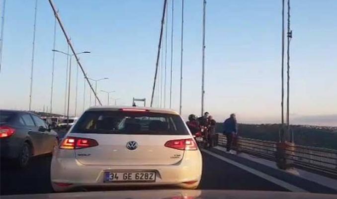 Köprüde intihar girişimi! Trafik kilit...