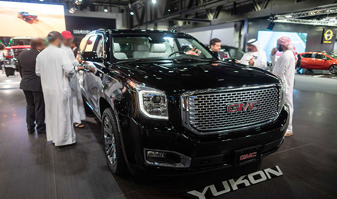 Dubai Motor Show'da devlerin gövde gösterisi