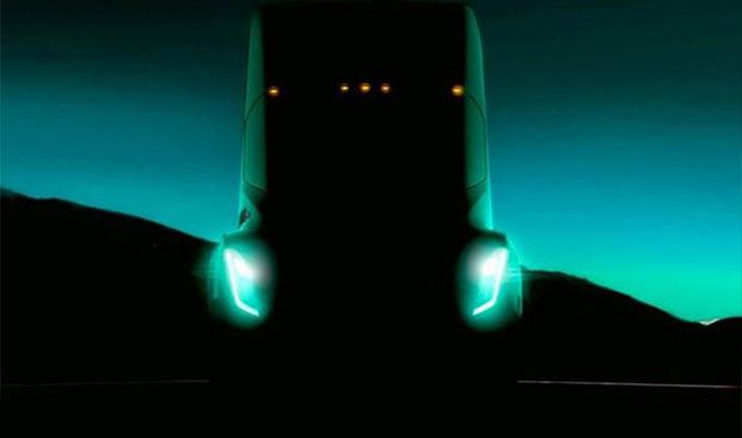 Elon Musk Tesla'nın elektrikli TIR'ını tanıttı