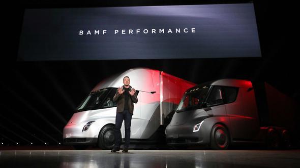 Elon Musk'ın kamyonlarının fiyatı belli oldu