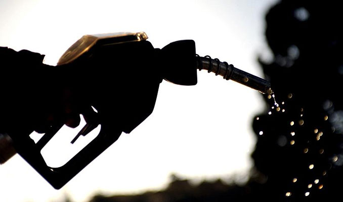 Bir depo benzin ilk kez 300 lirayı geçti