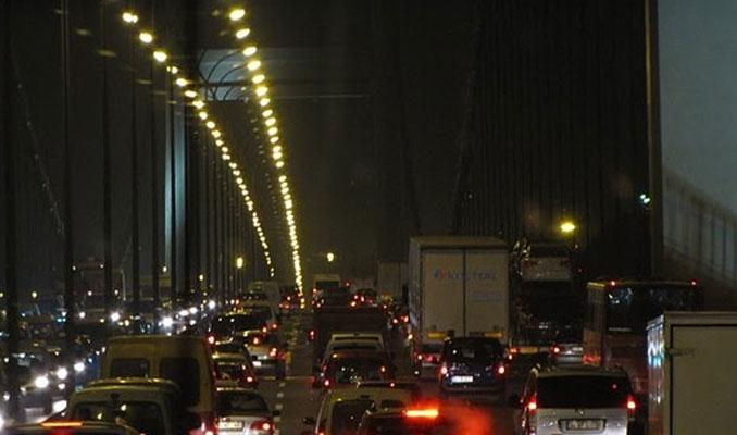 Köprülerdeki trafiğin altından 'deney' çıktı
