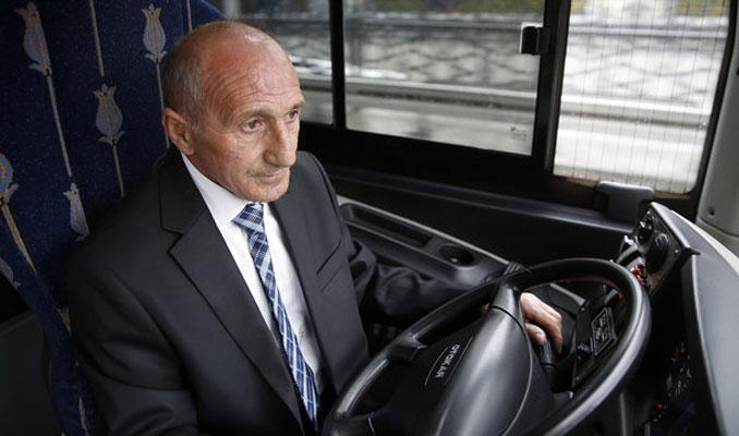 İETT'nin fenomen şoförü Hikmet Yılmaz emekliliğe uğurlandı