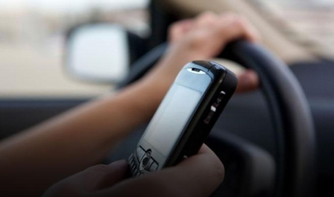 Trafikte telefonla konuşana ehliyet cezası