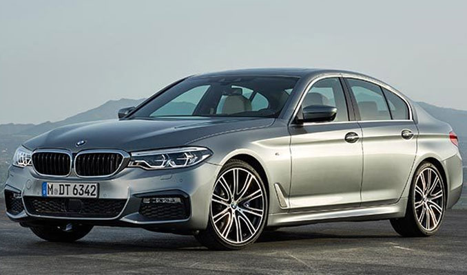 BMW 5 serisi uzaktan kumanda ile park ediyor