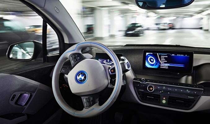 Otomobiller yeni teknolojilerle 'akıllanıyor'