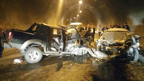 Tünel'de feci kaza: 3 ölü, 3 yaralı