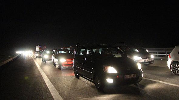 TEM'de yol çalışması nedeniyle kilometrelerce araç kuyruğu
