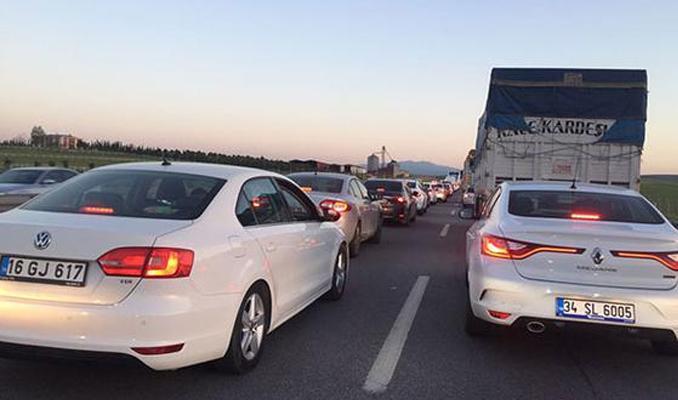 İstanbul'da tatil trafiği... E-5 kilitlendi