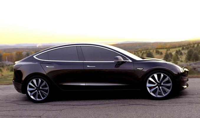 Tesla Model 3'ün ilk fotoğraflarını paylaştı