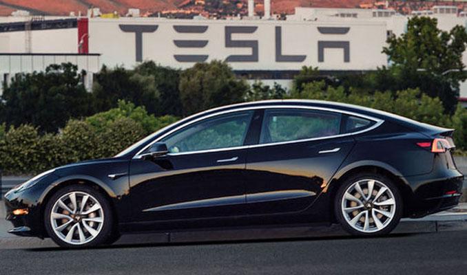 Tesla Model 3 yollara çıktı