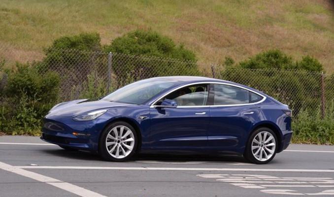 Önümüzdeki 3 yıla damga vuracak 10 elektrikli otomobil