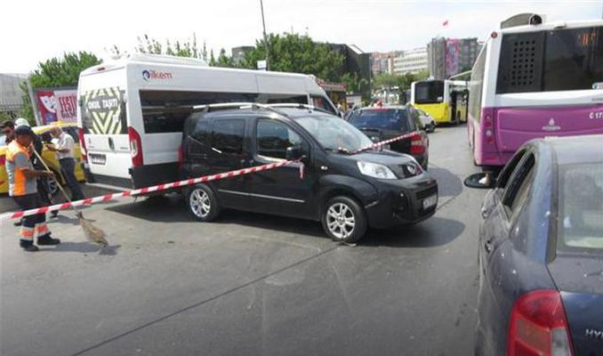 Kadıköy'de zincirleme kaza! 8 araç birbirine girdi