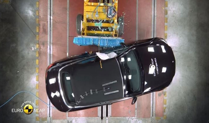 Yeni model otomobiller çarpışma testinde! İşte sonuçlar...