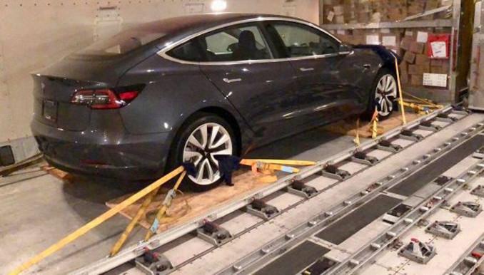 Alman üreticiler incelemek için Tesla Model 3 aldı