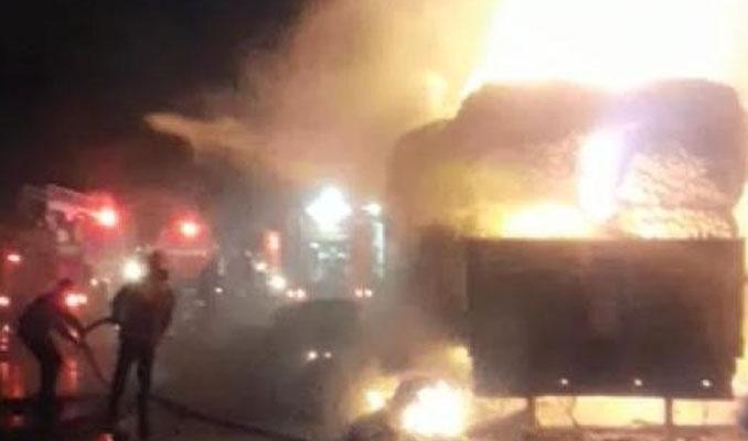 Elyaf yüklü TIR alev alev yandı, TEM ulaşıma kapandı