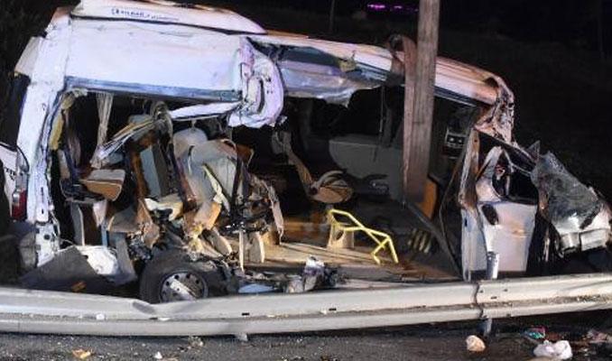 TEM'de feci kaza! Servis aracı takla attı, sürücü kaçtı