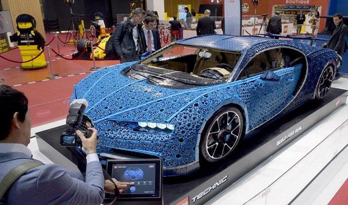 Paris Otomobil Fuarı'nda 1.5 tonluk Lego Chiron