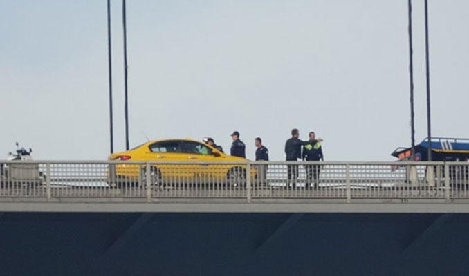 Aracını durduran taksici Fatih Sultan Mehmet Köprüsü'nden aşağı atladı