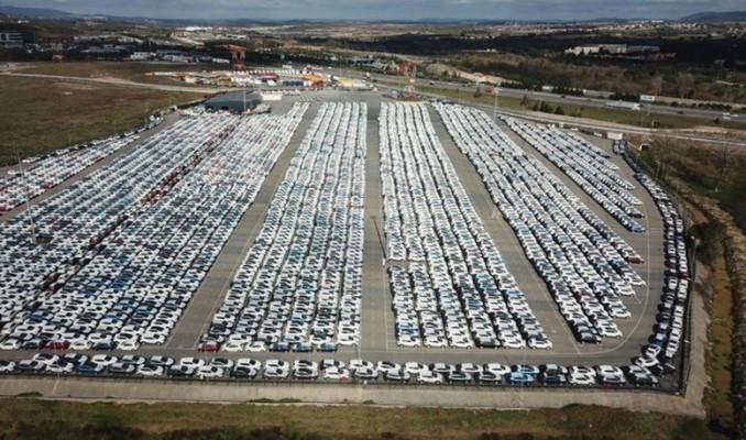 Gümrüklerde bekleyen 100 bin araç için 6 ay ek süre
