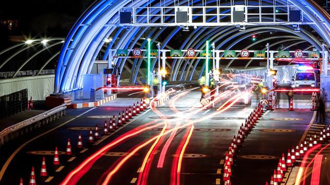 Avrasya Tüneli gidiş geliş birer şerit trafiğe kapatıldı