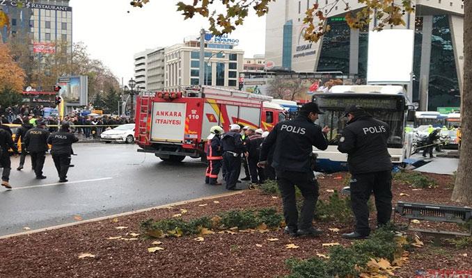 Ankara'da belediye otobüsü yayaların arasına daldı!
