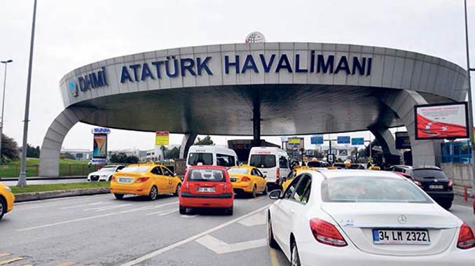 Atatürk Havalimanı'nda yolcuların taksi şikayeti
