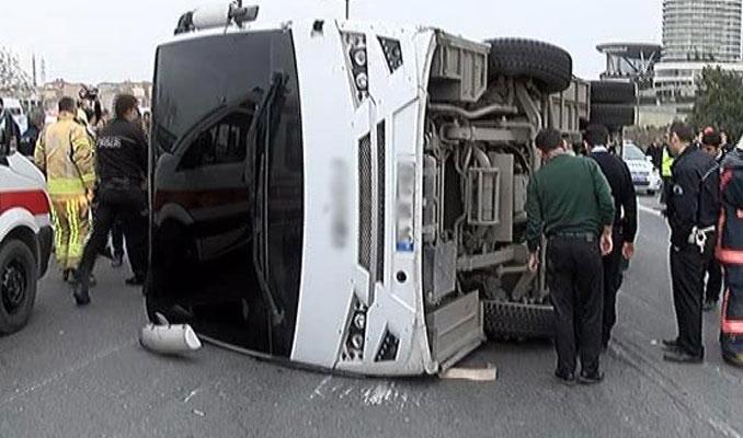 TEM'de çevik kuvvet aracı kaza yaptı