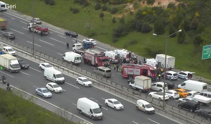 Kavacık'ta zincirleme kaza TEM trafiğe açıldı