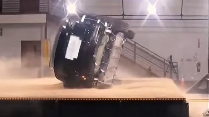 Tesla Model X, devrilme testi