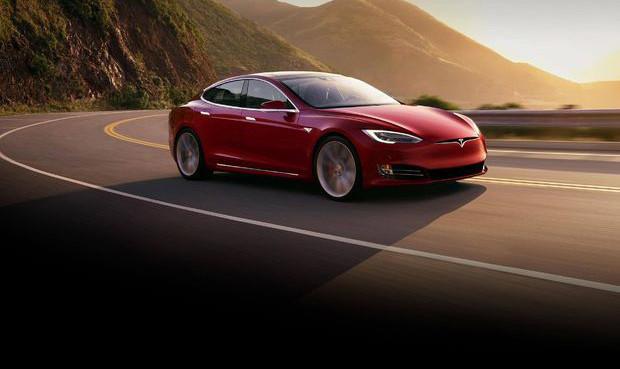 Ölümcül kazada Tesla aracının bataryası iki kez alev aldı
