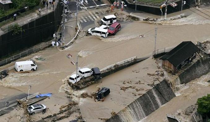 Japonya'daki sel otomotiv devlerini de vurdu