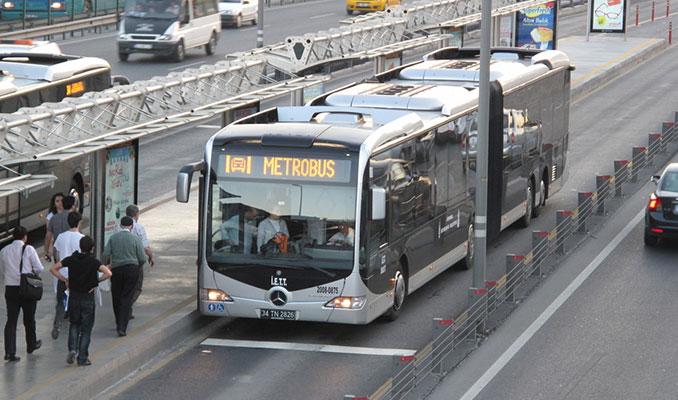 Metrobüslerin geçiş rüzgârından elektrik üretiyor
