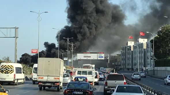 İstanbul'un işlek güzergahında otobüs yangını