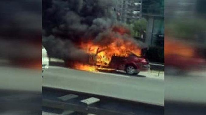 TEM'deki yangın trafiği kilitledi!
