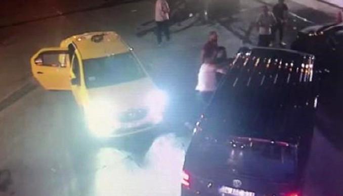 UBER sürücüsüne saldırı anı kamerada
