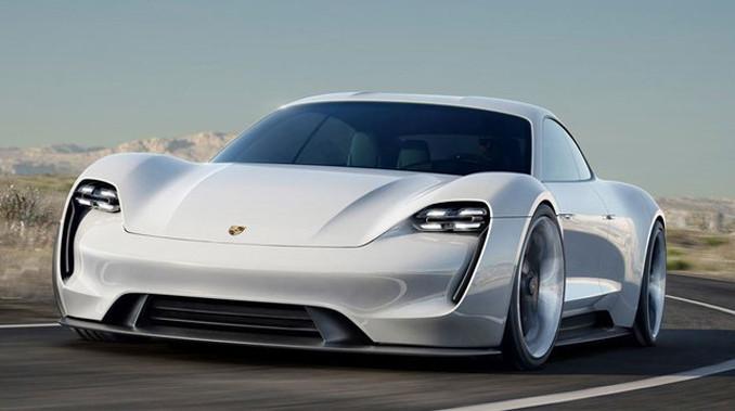 Porsche Taycan'ın ilk test sürüşü gerçekleşti