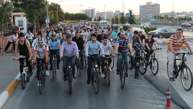 Arabadan in, bisiklete bin!