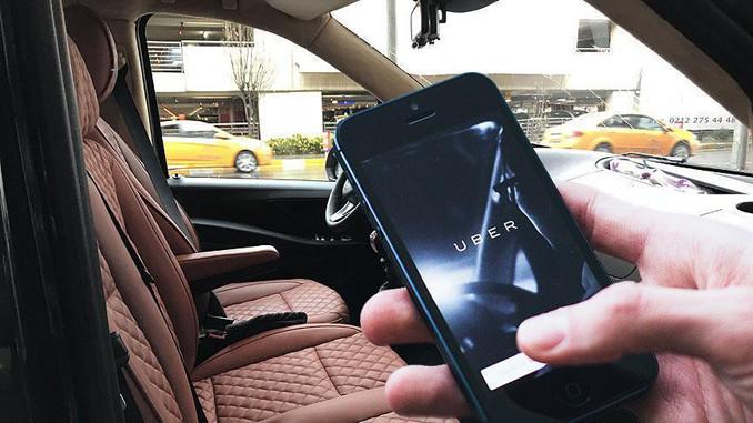 Uber'i protesto eden taksiciler İspanya'da kontak kapattı