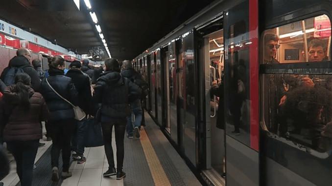 Milano'da temassız kartla ulaşım başlıyor